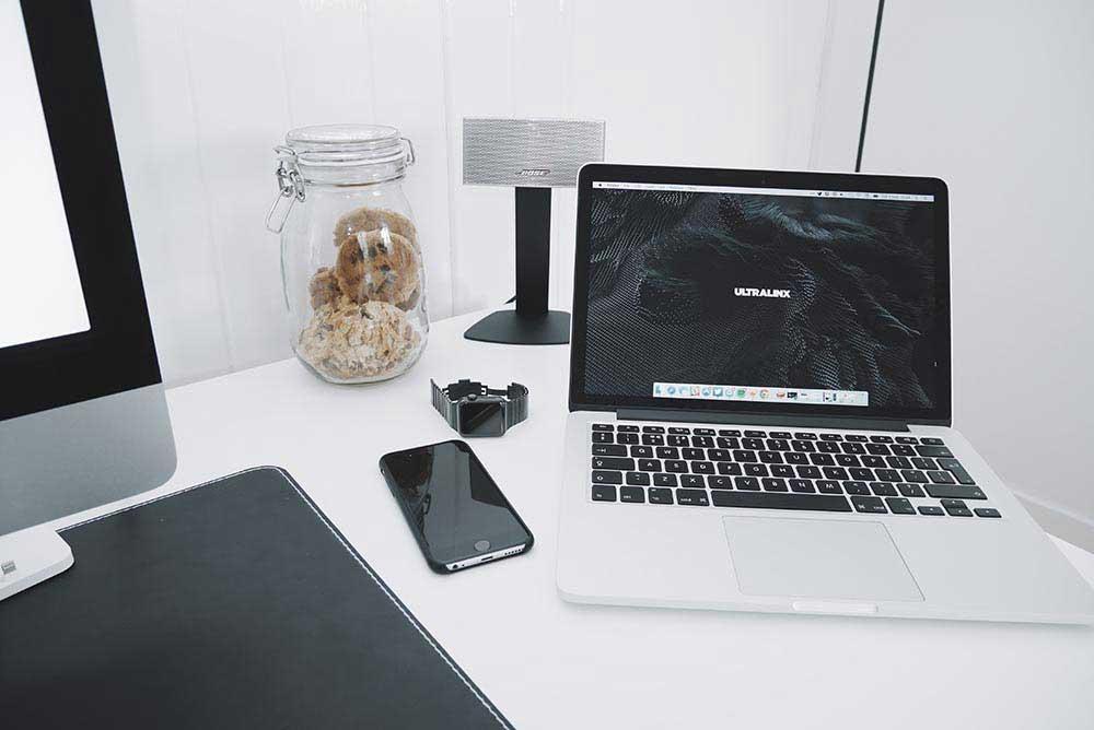 pexels-photo-smartphone-macbook